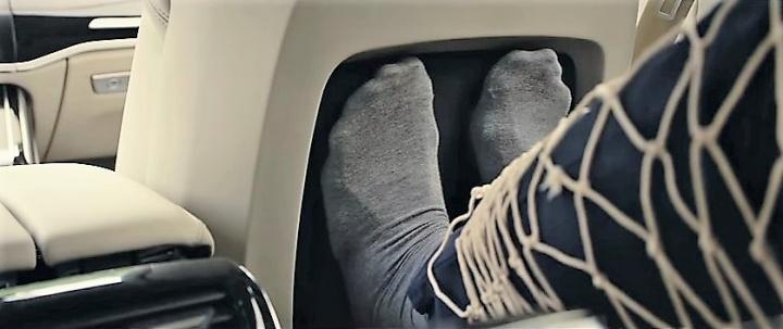 Audi сделает пассажиру массаж ног (ВИДЕО)