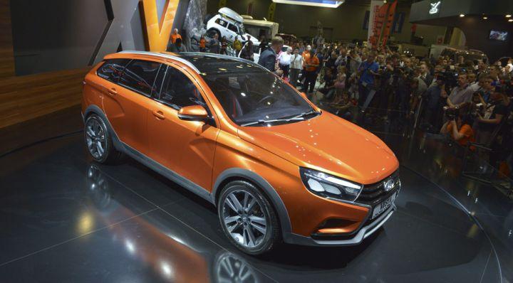 «АвтоВАЗ» показал в Москве внедорожный универсал Lada Vesta