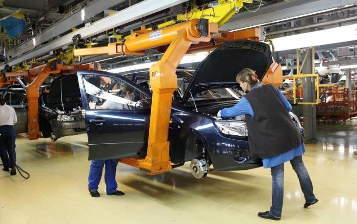 «АвтоВАЗ» возобновил производство Lada Kalina и Lada Granta