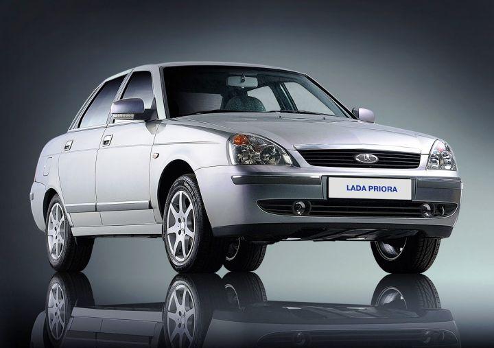«АвтоВАЗ» выпустил белую Lada Priora с черной крышей