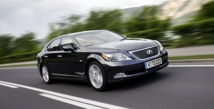 Более 1 млн автомобилей Toyota и Lexus отзывают из-за дефектов