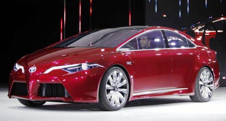 Компания Toyota перенесла сроки презентации Prius нового поколения