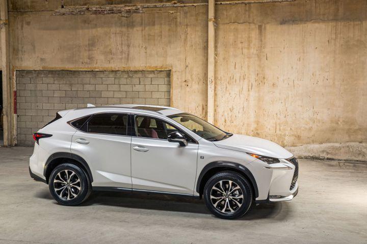 Lexus обновил рекорд продаж в России