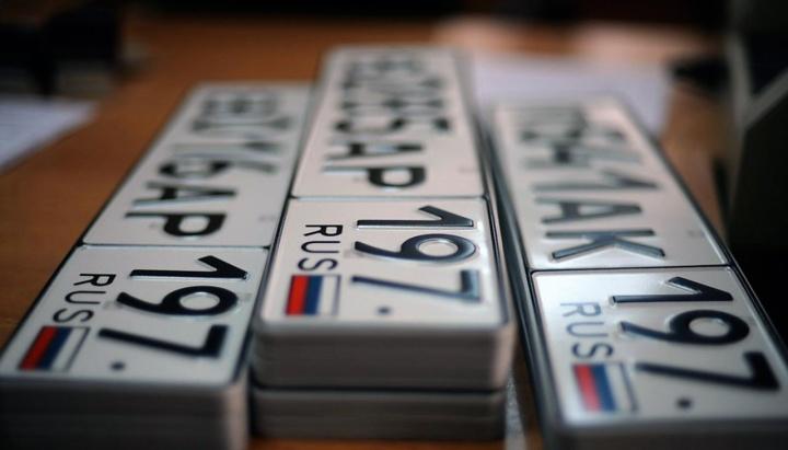 Получить номера на автомобиль можно будет в салонах у дилеров