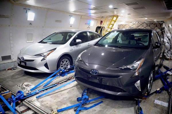 В Интернете «засветился» новый Toyota Prius без камуфляжа
