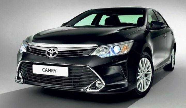 В России начинается прием заявок на новый седан Toyota Camry