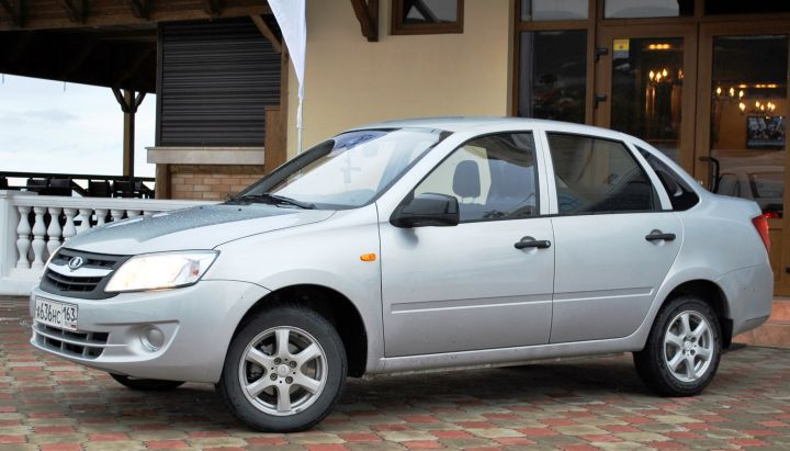 В октябре LADA Granta стал самым популярным авто в России